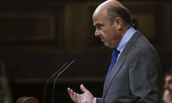De Guindos anuncia que España se ahorrará 5.000 millones más de lo previsto por el crudo y el tipo de cambio