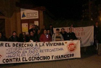 Cuarenta miembros del campamento Dignidad se encierran en una iglesia de Cáceres
