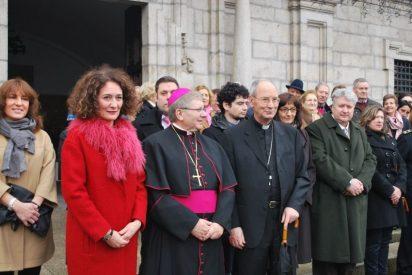 """Menéndez aboga por """"abrir las iglesias todos los domingos"""", pese a la escasez de curas"""