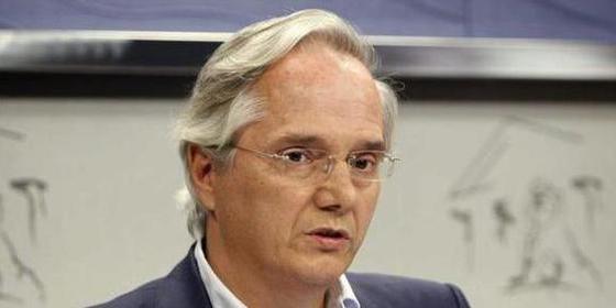 El PP despacha al 'comisionista' Gómez de la Serna al Grupo Mixto