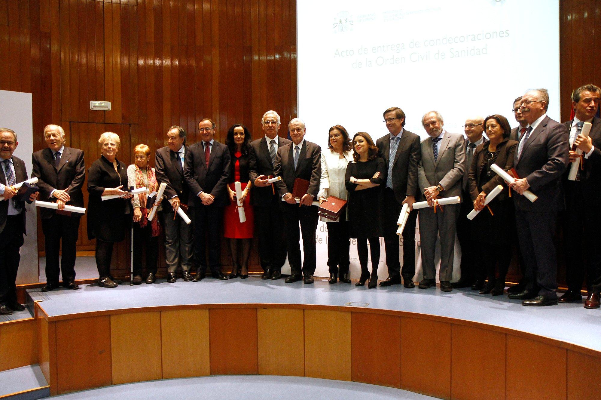 Sanidad entrega la Orden Civil de Sanidad a título póstumo a Miguel Pajares y Manuel García Viejo