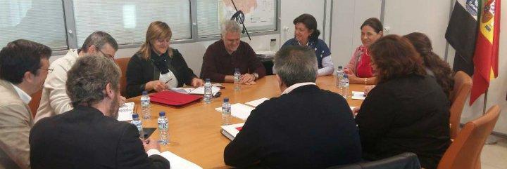 Junta de Extremadura mantiene el compromiso del abono del 75% de la paga extra de 2012 a los funcionarios