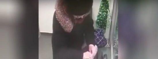 El insólito atraco en un banco de una descarada anciana muy navideña