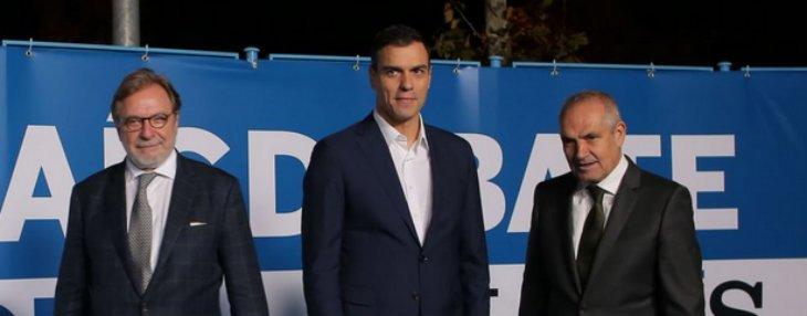Cebrián acude al rescate del soldado Sánchez y le corona como ganador del debate