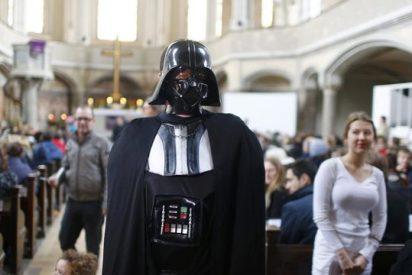 """Cientos de personas en la primera misa """"Star Wars"""" en una iglesia protestante alemana"""