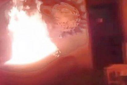 [Vídeo] Unos narcos acribillan a un cadáver en su ataúd y lo queman