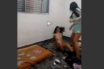 Desnuda a tortazos a su compañera de piso por 'cerda'... poniéndola en la calle de los pelos