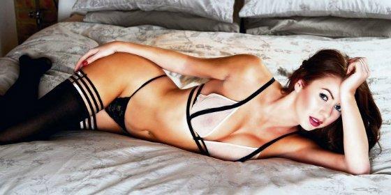 La sensual modelo cuenta los secretos del trío sexual con Justin Bieber