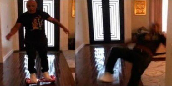 La sonada caída del patoso Mike Tyson en el 'hoveboard' de su hija