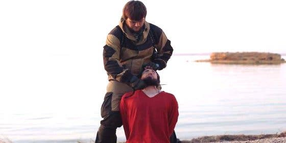 """Con esta saña decapita el verdugo ruso al compatriota beodo: """"¡Putin, perro!"""""""