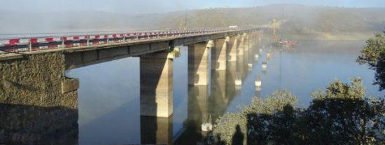 Cristina Herrera visita el inicio de las obras del nuevo puente de Castilblanco