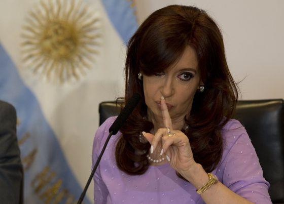 La argentina Cristina Fernández irá a juicio por sus millonarios sobornos