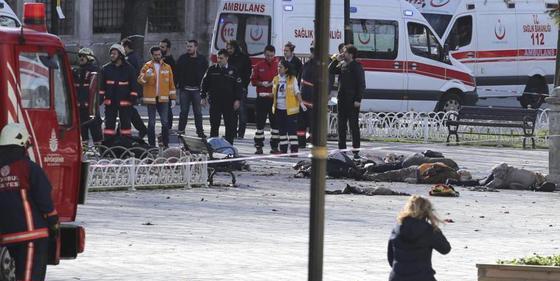 Los terroristas islámicos perpetran una carnicería en el centro turístico de Estambul