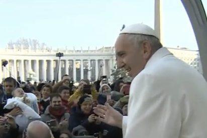 """Francisco: """"Dios no permanece indiferente ante el sufrimiento de los oprimidos, no abandona, actúa y salva"""""""