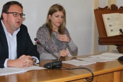 El alcalde de Mérida firma el Protocolo de Desahucio