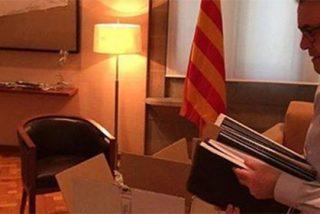 Artur Mas hace las maletas: publica una foto empaquetando sus pertenencias
