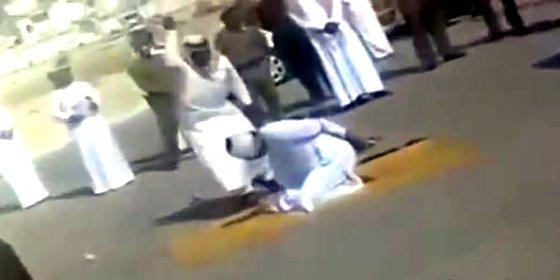 El vídeo secreto del verdugo perdonavidas que decapita con un desplante de cabeza