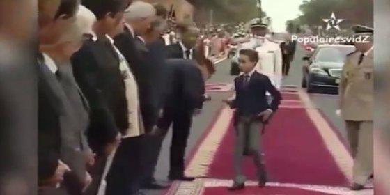 ¡Que no me besen! Los reales cortes de mano del resabido príncipe marroquí