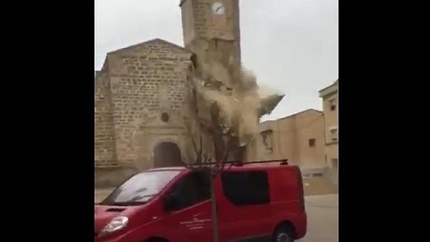 Se derrumba el campanario de la iglesia de Roselló