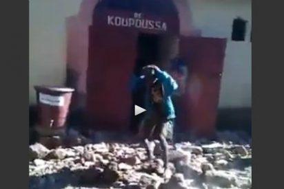 Así linchan a pedradas y queman vivos a 4 presos tras sacarles de la cárcel