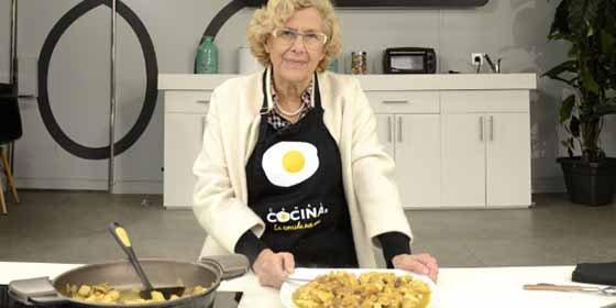 Entre platos anda el populismo: Manuela Carmena, a Canal Cocina