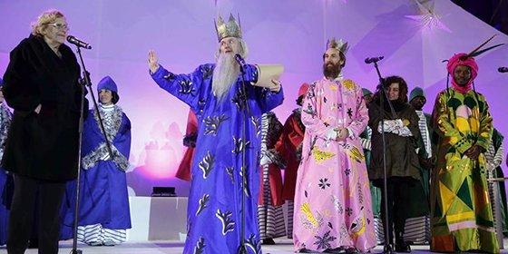 """El País pone 'el acento' sobre Carmena: """"Nadie es más progresista por preferir a unos Reyes Magos vestidos como un trío de Eurovisión"""""""