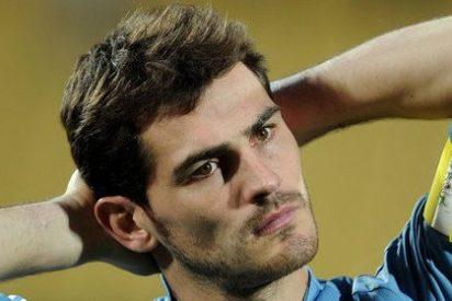 La genial respuesta de Casillas en Twitter al comentario de este tío borde al que le iba mal Whatsapp