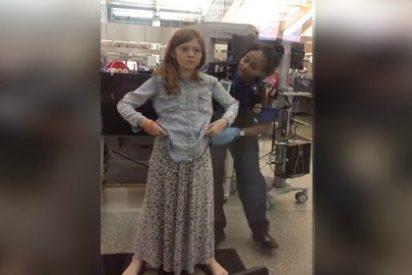 De esta forma tan espantosa cachean a una niña de 10 años en un aeropuerto