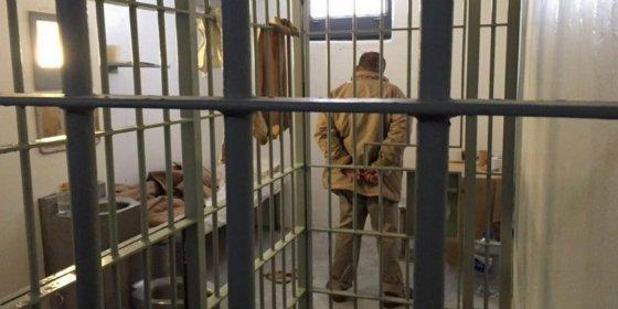La primera imagen de 'El Chapo' Guzmán en la soledad de su celda