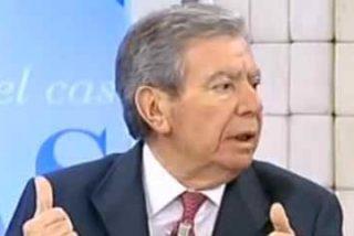 El 'patadón' de Corcuera en la puerta de Ferraz deja a Sánchez patitieso