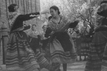 El Corte Inglés de Badajoz acoge una exposición fotográfica del grupo de la Asociación de Coros y Danzas de la ciudad