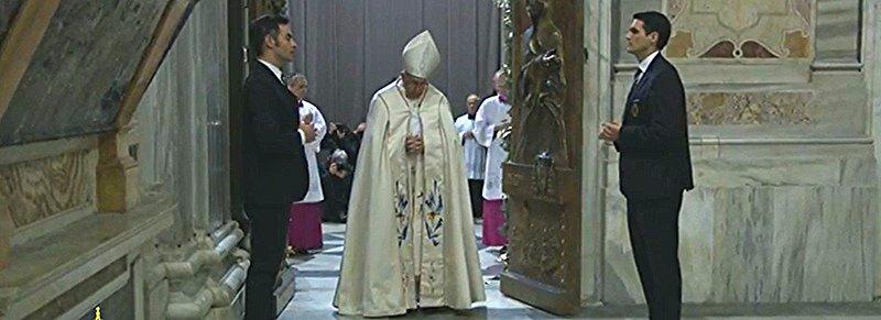 """Francisco: """"María es la madre de Dios que perdona. Es la madre del perdón"""""""