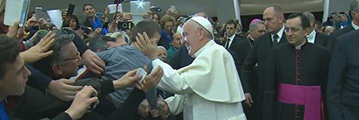 """El Papa pide """"un nuevo humanismo, en el que la economía sirva al hombre y no el hombre a la economía"""""""