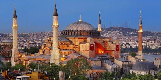 Los directivos trincones de Acuamed se 'vendían' por implantes de pelo y viajes a Turquía