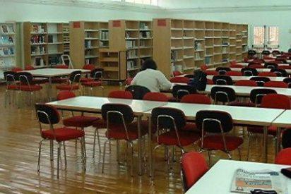 Un grupo de profesores de la Facultad de Estudios Empresariales y Turismo de Cáceres se han lanzado a enseñar ética a los alumnos