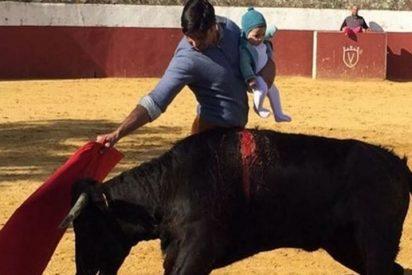 La Fiscalía de Sevilla abre expediente por la foto de Fran Rivera toreando con su hija