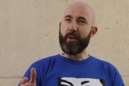 """El siniestro portavoz de la CUP en Barcelona: """"Al Rey le cortaremos el cuello"""""""
