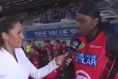 ¡Menudo pardillo!: intenta ligar con una reportera y le multan con 10.000 dolares