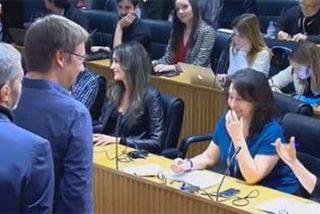 """El sexismo de Pablo Iglesias con una periodista: """"Precioso abrigo de pieles el que trae usted"""""""