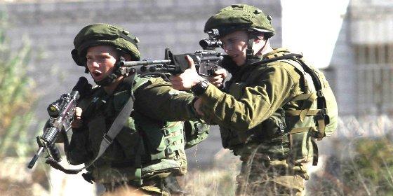 [VÍDEO] El francotirador israelí que deja fuera de combate manifestantes palestinos a mansalva ¡pegándoles tiros en el culo!