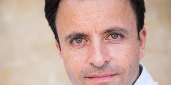 El escritor José Luis Gil Soto desvela los entresijos de su obra en El Corte Inglés de Badajoz