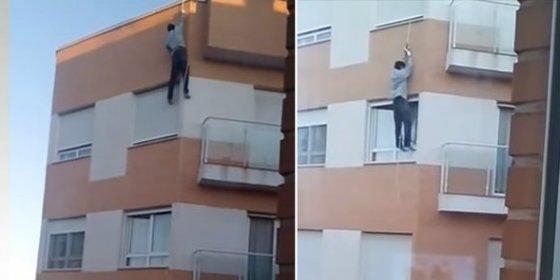 [VÍDEO] Se mata al intentar entrar por la ventana de su casa tras olvidarse las llaves