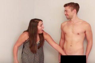 """Así reaccionan estas lesbianas al tocar un pene por primera vez: """"¡Se siente duro!"""""""