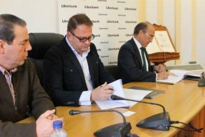 Liberbank aporta cuarenta mil euros para ayudas a familias en situación de emergencia social en Mérida