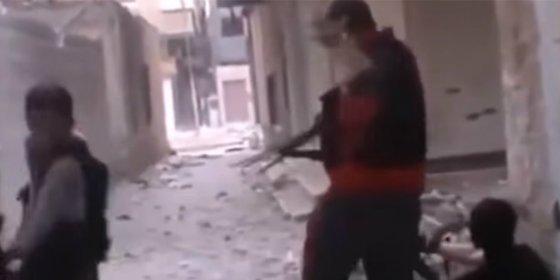 El terrorista que 'atrapa' con la mano izquierda una bala de su diestro colega