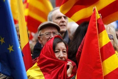 """La multitud corea ante la Generalitat de Cataluña: """"¡El proceso [separatista] nos roba!"""""""