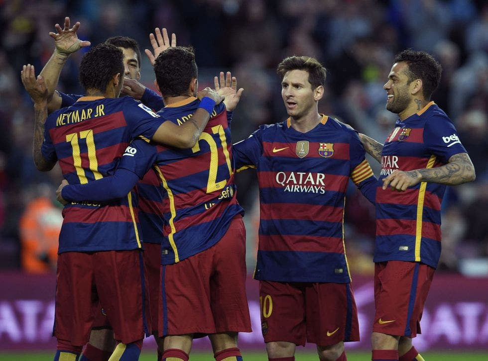 Messi se divierte a costa del Granada