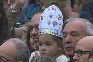 """Papa: """"Dios se enternece por nosotros, como una madre cuando toma en brazos a su hijo"""""""