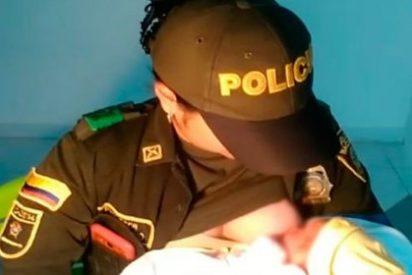 Una tierna policía amamanta a un bebé abandonado y le salva la vida
