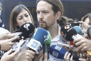 """El 'nuevo' Iglesias: de tachar a Rajoy de ser """"un maldito avestruz"""" por no dar la cara a huir de los periodistas tras recoger el acta de diputado"""